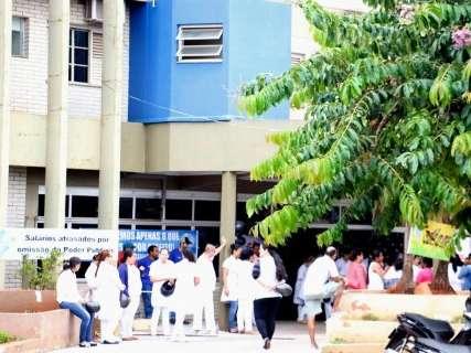 Profissionais de enfermagem iniciam greve por atraso em salários e 13º