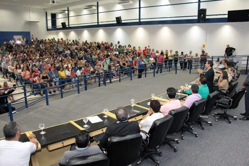 Funcionários da Omep e da Seleta lotaram o plenário da Câmara em manifestação na presença de vereadores e prefeito. (Foto: Divulgação/CMCG)