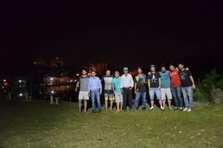 Grupo se reúne no oásis em meio aos prédios da Capital (Foto: Vanessa Tamires)