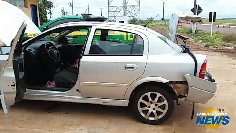 Jovem levava quase 200 kg de maconha no para-choque do carro