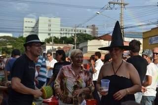 Animação era vista no rosto e nos pés de quem respira Carnaval o ano todo, mesmo sem tradição na cidade.