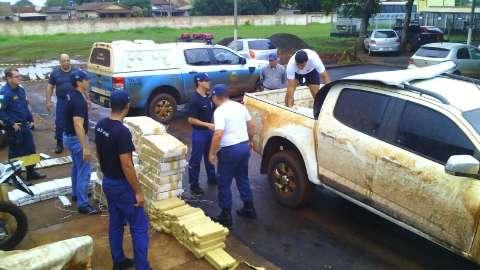 PM encontra veículo abandonado com 1.500 quilos de maconha