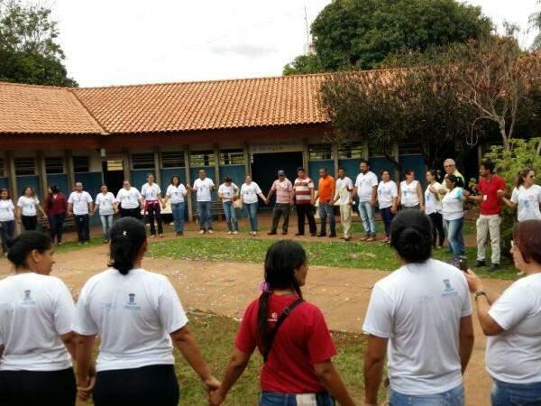Moradores de rua foram recebidos com salva de palmas e oração (Foto: Ricardo Campos Jr.)