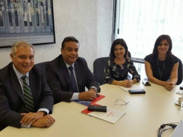 Ruiter Cunnha assina contrato de financiamento do Fonplata em Brasília (Foto: divulgação)