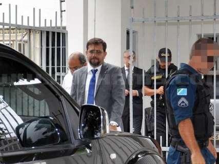 Gaeco retira documentos de clínica de vereador durante operação
