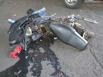 Jovem que ficou ferido em acidente na Paulo Coelho Machado respira por aparelhos