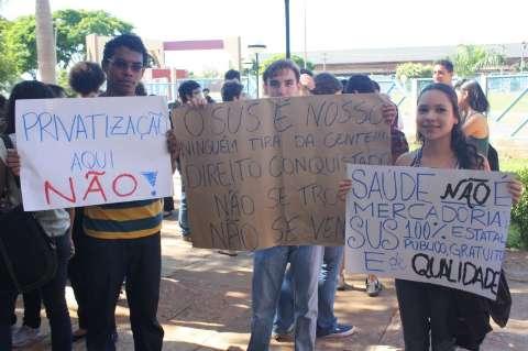 Sob protesto, Hospital Universitário aprova adesão à empresa estatal