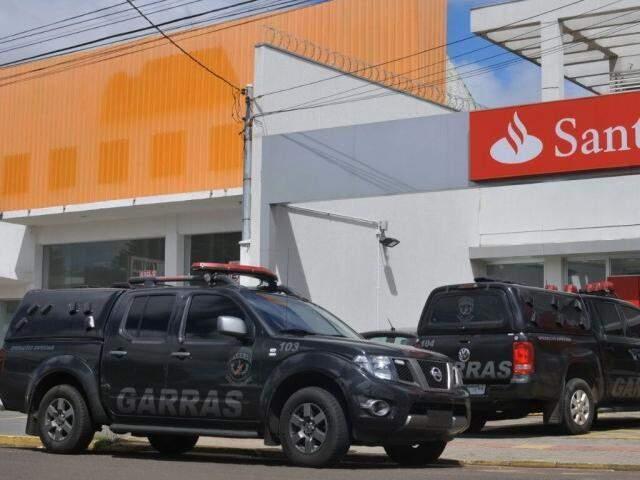 Garras atendem a ocorrência na agência da Coronel Antonino (Foto: Alcides Neto)