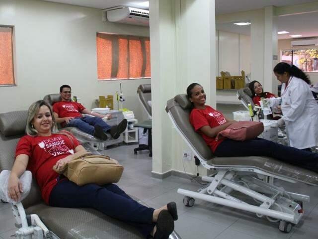 Colaboradores participam de doação de sangue (Foto: Divulgação)