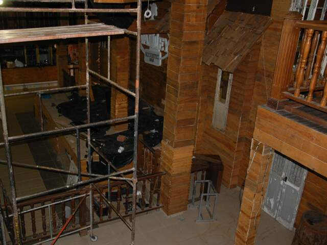 Todo interior é revestido com madeira.