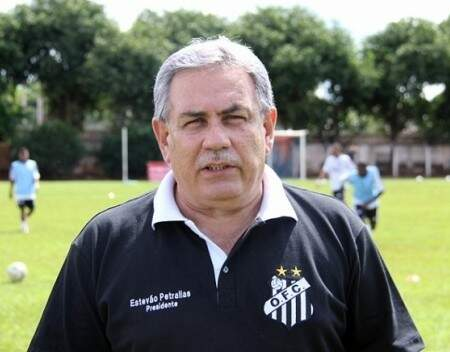 O presidente do Operário, Estevão Petrallás, confirmou a saída do técnico e do gerente do futebol (Foto: Arquivo)