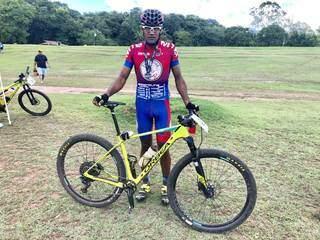 O paraguaio Ernesto Mora Ramires, de 27 anos, foi o campeão geral masculino do MTB Pró (Foto: Assessoria/Divulgação)