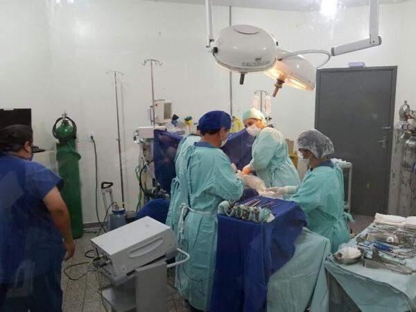 Médicos fazem captação de órgãos em hospital de Dourados (Foto: Weslei Queiroz/Divulgação)