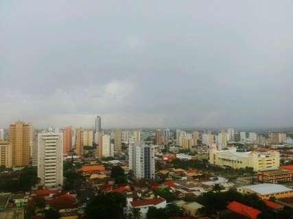 Depois de muito calor, chuva e ventania diminuem temperatura na Capital