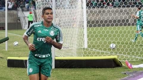 Com dois gols de Dudu, Palmeiras faz 2 a 0 na Ponte Preta em Cuiabá
