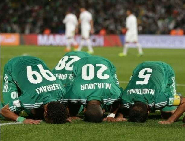 Festa com o resultado de maior relevância do futebol do Marrocos (Foto: AP Photo/Matthias Schrader)