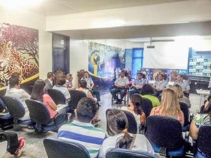 Protesto contra medalha a deputado polêmico ganha força na Capital