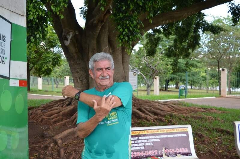 Rômulo, mesmo depois de aposentado, não abre mão do exercício físico. (Foto: Thailla Torres)