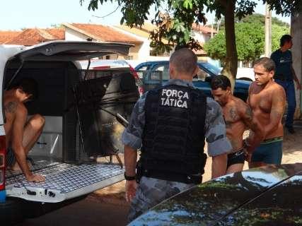 Polícia transfere 21 detentos de carceragem de delegacia para penitenciária