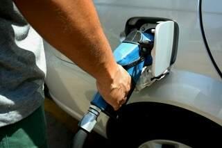 Consumidor já paga mais caro mais abastecer o carro. (Fotos: Marcos Ermínio)