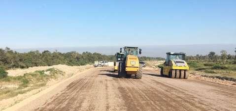 Começa a ser asfaltado trecho de rodovia fundamental para rota bioceânica