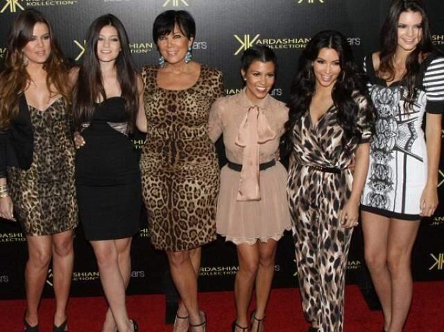 A família Kardashian, famosa por ostentar modelos de felicidade. (Foto: Reprodução Facebook)