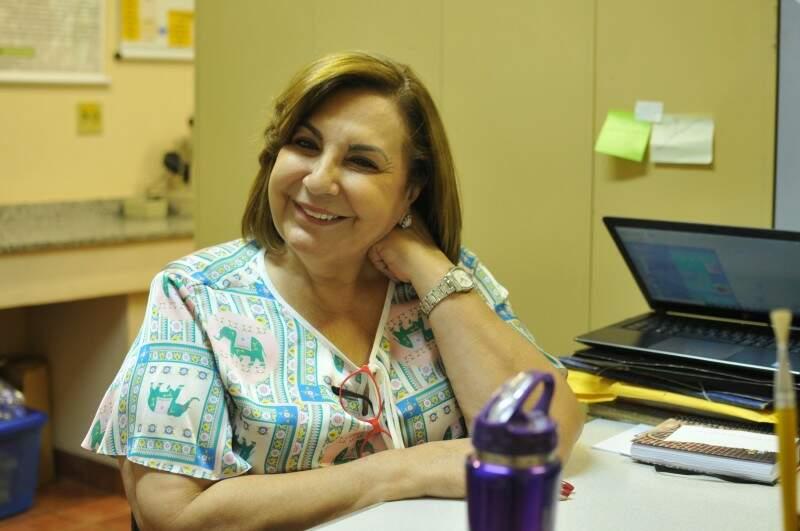 Um dos rostos mais conhecidos da UFMS, Beth dá aulas de parasitologia desde 1979. (Foto: Alcides Neto)