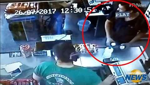Assassino de Mayara comprou cerveja antes de atear fogo ao corpo; veja imagens
