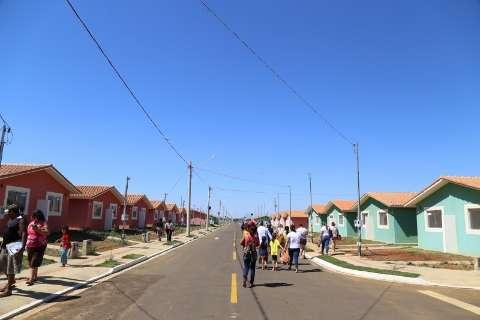 Bernal participa de entrega de 810 casas no Residencial Celina Jallad