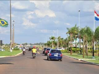 Em Ponta Porã, uma rua divide Brasil do Paraguai. (Foto: João Garrigó)