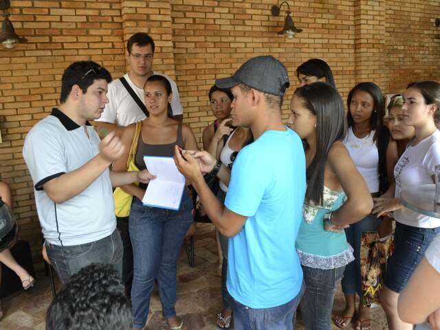 Estudantes ficaram desesperados ao saber que a festa não estava paga. (Foto: Paula Vitorino)
