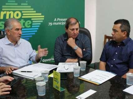 Prefeitos pedem reformas, novas moradias e asfalto ao governador