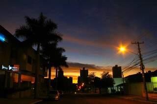 O dia amanheceu com temperatura agradável em Campo Grande, mas o frio deve chegar no fim da tarde. (Foto: Marcos Ermínio)
