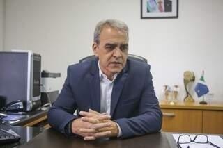 Presidente da Junta Comercial de MS, César Augusto Ferreira da Costa, durante entrevista. (Foto: Paulo Francis).