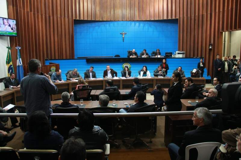 Representantes políticos mediaram as discussões. (Foto: Fernando Antunes)