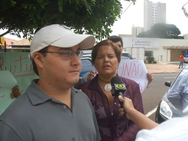 Rafael e a mãe participaram em março de protesto pedindo punição a Cristhiano. (Foto: João Garrigó)