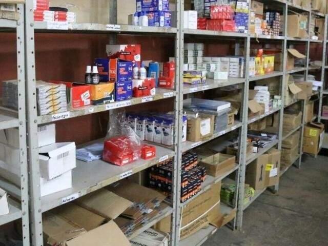 Prateleira com remédios na Farmácia Central de Campo Grande (Foto: Arquivo/Campo Grande News)
