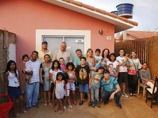 As duas famílias unidas na foto oficial de Natal e inauguração da casa nova (Foto: Gerson Walber)