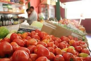 Seguido da laranja, preço do tomate também teve queda de 7,57% em junho. (Foto: Marcos Ermínio)