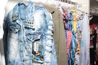 Lojistas não apostam em frio e optam por roupas que vendem mais rápido, como casacos e moletons. (Foto: Fernando Antunes)