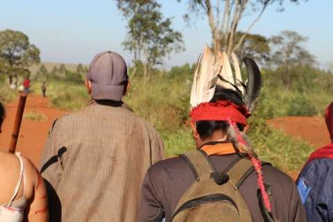 Justiça mantém reintegração e clima é tenso em fazenda invadida por índios
