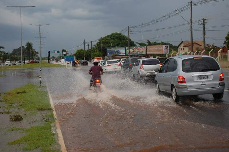 Trânsito ficou mais lento na região da avenida Duque de Caxias (foto: Marcos Ermínio)