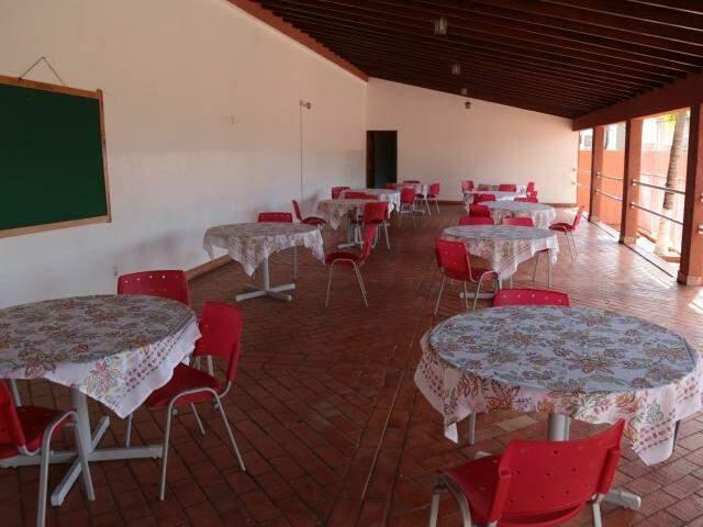 Espaço com mesas para refeições(Foto: Fernando Antunes)