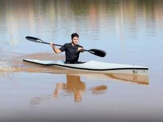 Rodrigo treina praticamente todos os dias na água do Parque das Nações Indígenas (Foto: Divulgação)