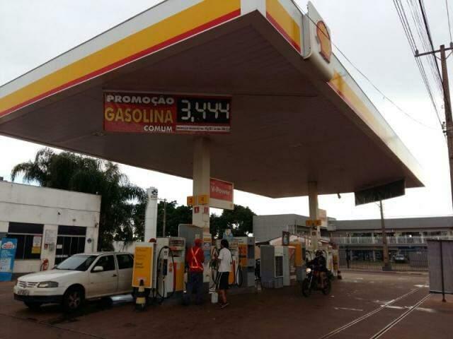 No Aero Rancho, posto também cobra menos, mas só aceita dinheiro (Foto: Ricardo Campos Jr.)