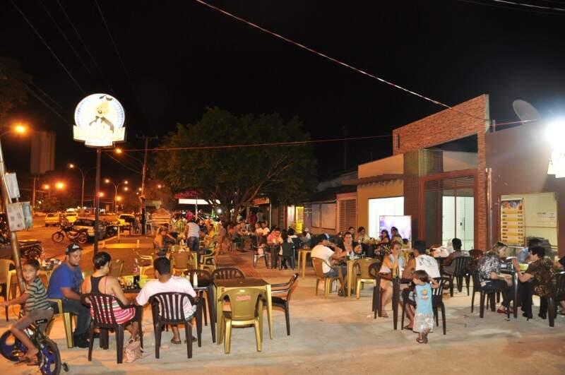 A avenida reúne diferentes tipos de culinária, mas com uma característica comum: do lado de lá do balcão estão os conhecidos 'seo' fulano e dona ciclana. (Fotos: João Garrigó)