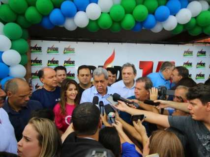 """""""Sou soldado do partido"""", afirma  Puccinelli na chegada a convenção"""