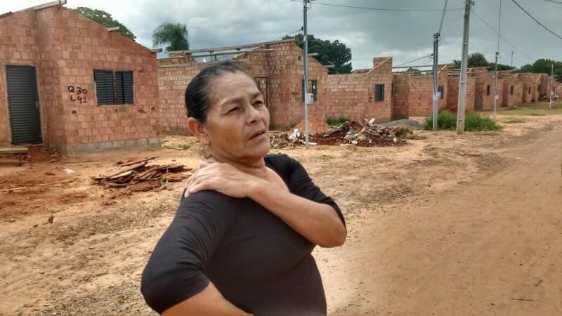 No Jardim Canguru, Dona Ambrósia diz que o bairro é bom, mas as moradias deixam a desejar. (Foto: Simão Nogueira)