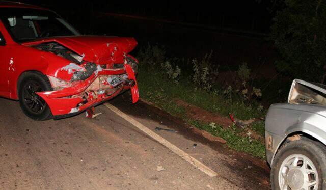 Carros ficaram danificados (Foto: PC de Souza/Site Diário de Notícias)