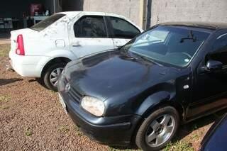 Dois carros foram apreendidos pelo Garras após o crime (Foto: Marcos Ermínio)